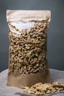 Mitades y trozos crudos de nueces crudas